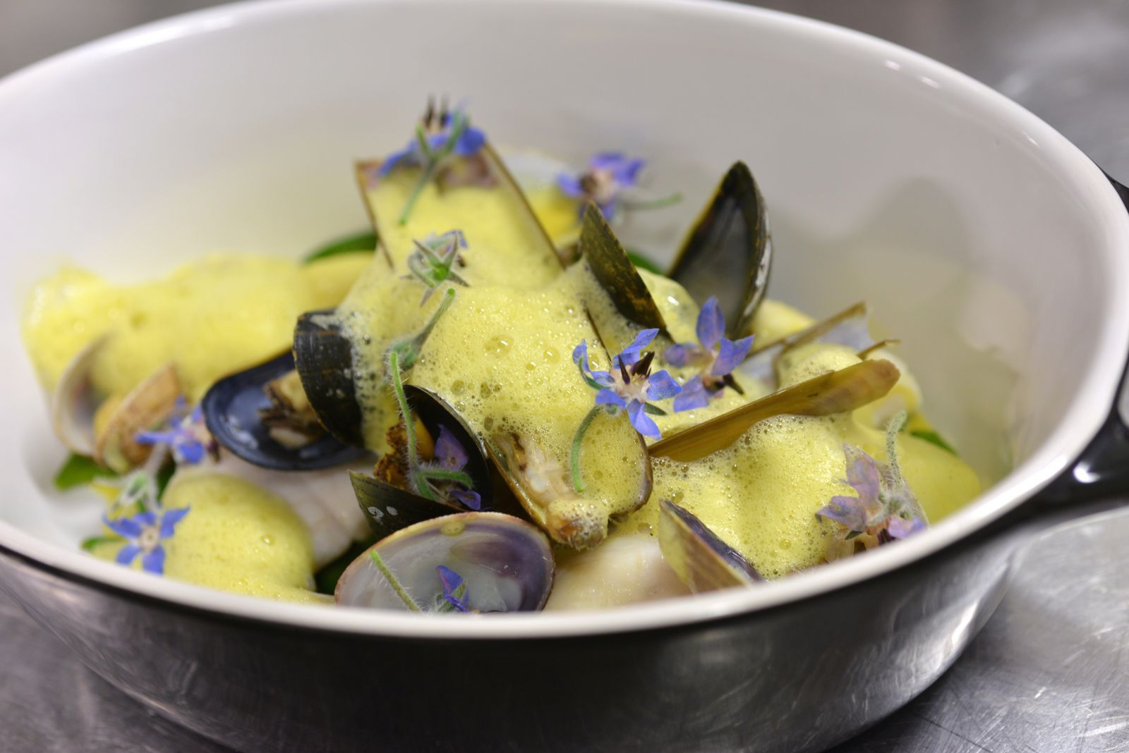 430/Photos/cuisine/moulesfleursbleus_-_copie.jpg